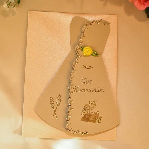 Grußkarte zur Kommunion in Form eines Kleides in Alt-Weiß / Eierschale