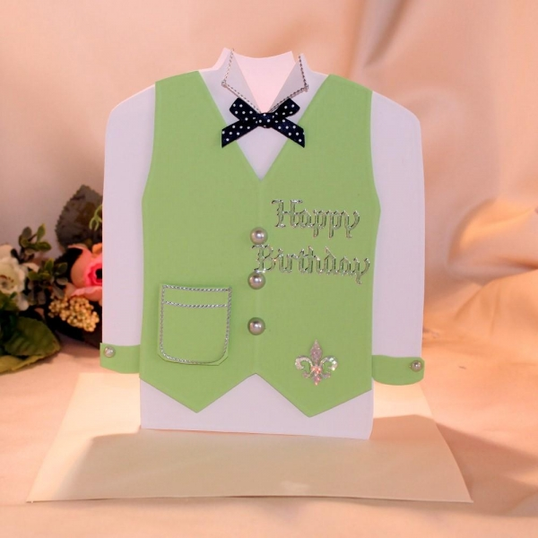 Geburtstagskarte in Form eines Hemdes mit Weste
