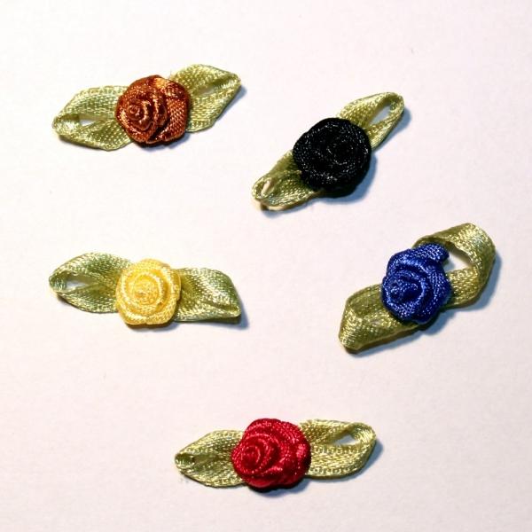 20 Satinrosen in Schwarz, Braun, Blau, Bordeaux oder Gelb - 24 / 8 mm