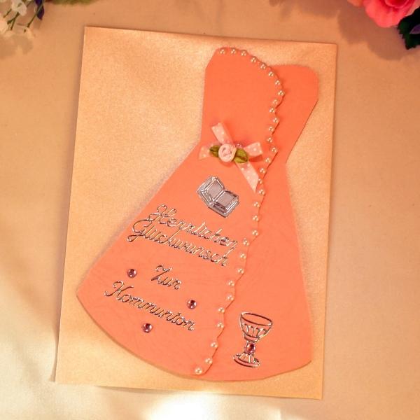 Rosa Grußkarte zur Kommunion in Form eines Kleides