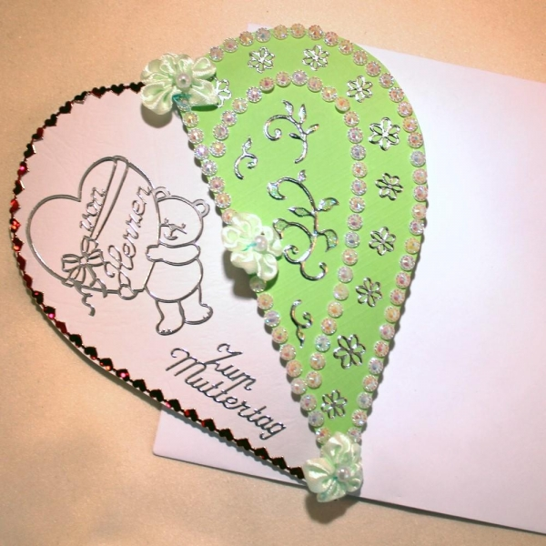 Grußkarte zum Muttertag in Form eines Herzen